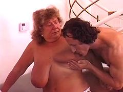 Granny whore with flabby boobs and stretched cunt